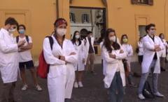 Mii de medici au iesit in strada in Italia pentru a cere o reforma: Fara noi, va vor trata ministrii (Video)