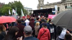 Mii de oameni au demonstrat pentru legalizarea casatoriilor gay in Irlanda de Nord (Foto)