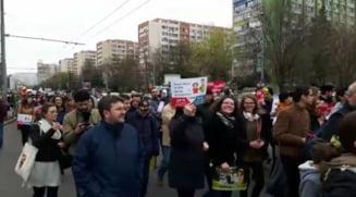 "Mii de oameni au participat la ""Marsul pentru viata"", in Bucuresti si in mai multe orase din tara - UPDATE"