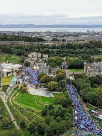 Mii de oameni au participat la un mars pentru independenta Scotiei, la Edinburgh