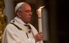 Mii de pelerini, in ploaie, la slujba de Paste de la Vatican (Galerie foto)
