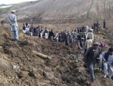 Mii de persoane ingropate de vii in Afganistan - peste 350 de morti