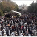 Mii de persoane la slujba Hramului Sfintei Parascheva de la Iași. Multe dintre ele fără mască şi nu este păstrată distanţarea VIDEO
