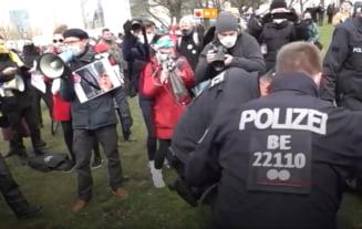 Mii de protestatari au iesit pe strazi in Germania si Italia. Ei cer oprirea lockdown-ului si relaxarea masurilor impuse de pandemie