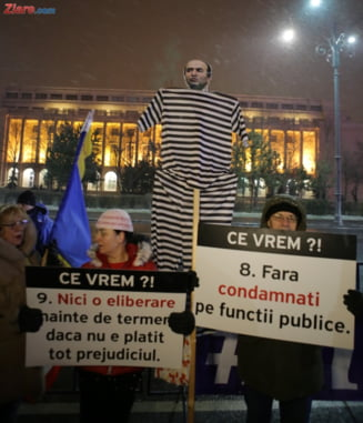 Mii de romani au iesit in strada pentru sustinerea DNA si a Codrutei Kovesi: TuDorel, demisia! Pleaca tu, cu hotii tai! (Galerie foto & video)