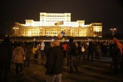 """Mii de romani nemultumiti au strigat in fata Parlamentului: """"Vrem sa muncim, nu sa va pazim!"""" (Foto & Video)"""