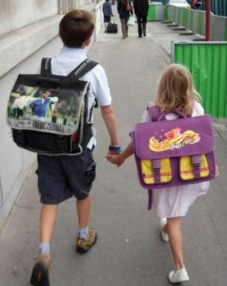 Mii de romani primesc alocatii pentru copii in alte state