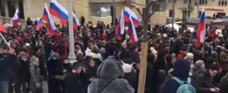 Mii de rusi i-au adus un omagiu lui Boris Nemtov, opozant al lui Putin ucis langa Kremlin (Video)