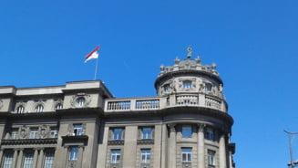 Mii de sarbi, protest in fata sediului presedintiei: Politia a folosit gaze lacrimogene