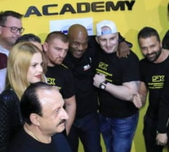 Mike Tyson s-a intalnit cu cei mai cunoscuti luptatori romani: Cum a reactionat cand a vazut un tatuaj cu chipul sau