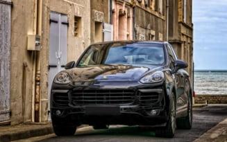 Mila judecatorilor pentru un sofer recidivist prins fara permis la volanul unui Porsche Cayenne