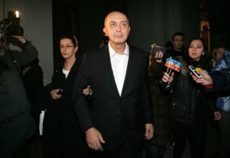 Milionarul Popoviciu a primit o despagubire de 7 milioane de lei de la Primaria Capitalei, dar judecatorii au sechestrat imediat banii