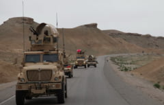 Militari romani raniti in Afganistan intr-un atentat cu masina-capcana