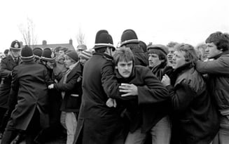 Minerii scotieni sarbatoresc inmormantarea lui Thatcher cu bautura si glume morbide