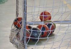 Mingi de handbal in scolile hunedorene