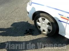 Mini-Stiri: Baut, a intrat cu masina intr-un cap de pod