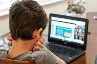 Ministerul Educatiei: Aproape 2.200 de scoli desfasoara lectii online