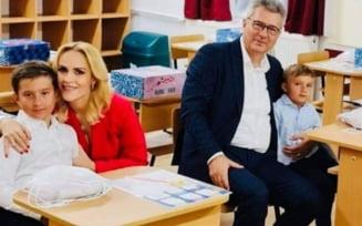 Ministerul Educatiei: Firea si Pandele, pasibili de amenzi de pana la 2.500 de lei pentru prezenta in clasa alaturi de copii la deschiderea anului scolar