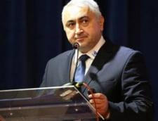 Ministerul Educatiei a atribuit Editurii Didactice contractul pentru editarea de manuale, desi CCR a declarat neconstitutionala infiintarea ei