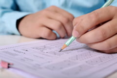 Ministerul Educatiei anunta modificari privind redactarea lucrarilor de la Evaluarea Nationala din acest an