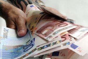 Ministerul de Finante se imprumuta la banci pentru plata salariilor si pensiilor
