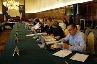 Ministrii discuta luni amendamentele aduse legilor de austeritate