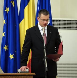 Ministrii lui Ungureanu au depus juramantul - melodia de final: Nothing's gonna change my love for you