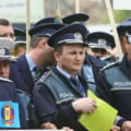 Ministrii promit mai multi bani pentru politisti si pensionarii militari