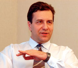 Ministrul Baconschi, atacat de la Chisinau