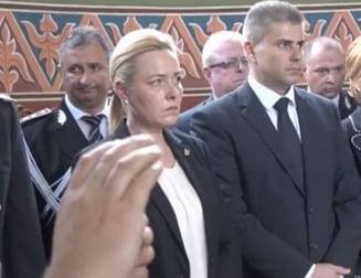 Ministrul Carmen Dan afla adevarul despre starea Politiei in biserica (Video)