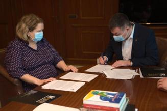 Ministrul Culturii semneaza actele notariale de acceptare a donatiei conacului Varnav Liteanu. Imobilul va deveni un centru de formare pentru restauratori