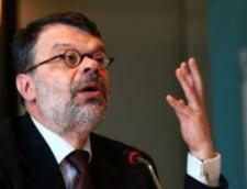 Ministrul Daniel Barbu, atacat cu rosii la Cluj (Video)