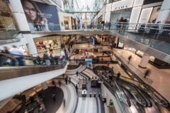 Ministrul Economiei a anuntat cand are de gand sa deschida mall-urile. Urmeaza sa scapam si de izolarea la revenirea din vacanta
