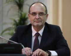 Ministrul Educatiei, Adrian Curaj, este membru pe viata al unei academii infiintate de Gabriel Oprea