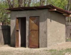 Ministrul Educatiei, somat sa spuna ce masuri ia pentru scolile cu WC-uri in curte si ce s-a facut cu banii din Programul National