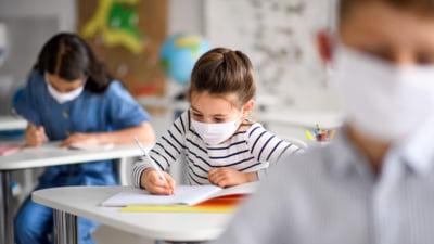 Ministrul Educatiei a anuntat ultimul scenariu privind redeschiderea scolilor. In ce conditii s-ar putea intoarce elevii in banci