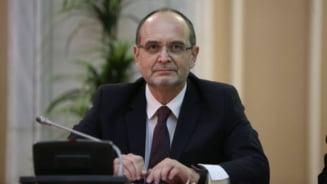 Ministrul Educatiei explica de ce nu i-a retras titlul de doctor lui Victor Ponta