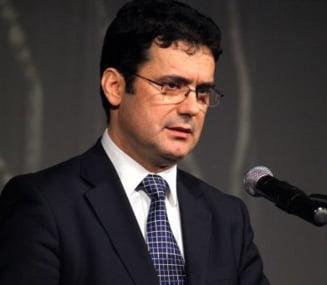 Ministrul Educatiei legalizeaza fondul scolii