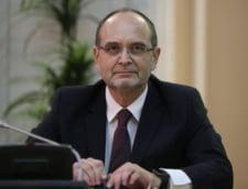 Ministrul Educatiei spune ce-a facut cu indemnizatia de 2.700 de lei de la academia infiintata de Oprea