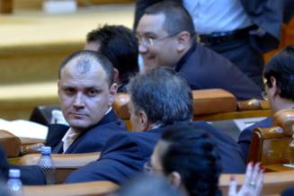 Ministrul Ghinea: Sunt urmarit de paparazzi pusi de Ghita. Romania nu e Columbia, o sa cer protectie de la stat