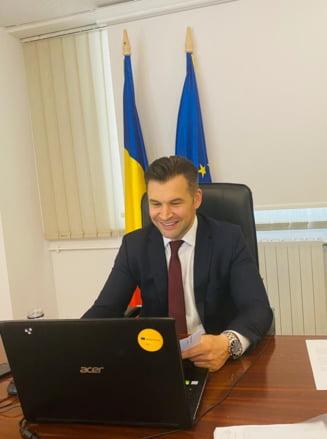 Ministrul Ionut Stroe, reclamat la DNA de tineri. Ce acuzatii i se aduc