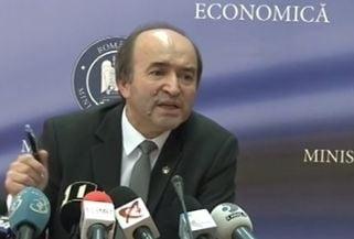 Ministrul Justitiei: De multe ori, legile adoptate au incalcat principiile Constitutiei