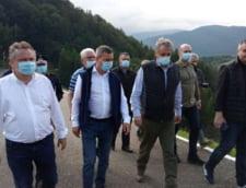 Ministrul Marcel Vela a mers in zonele afectate de inundatii din Valea Jiului