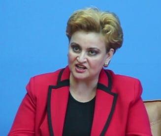 Ministrul Mediului, Gratiela Gavrilescu, a cedat nervos: Reactie isterica la insistentele unui jurnalist (Video)