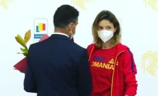 """Ministrul Novak și-a cerut scuze față de Ana Maria Popescu: """"A reacționat în felul ei, nu contează"""". Sportiva l-a lăsat cu mâna întinsă la aeroport"""