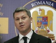 Ministrul Predoiu va imparti cravatele primite de la Berlusconi