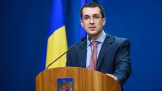 """Ministrul Sanatatii, Vlad Voiculescu, despre reintroducerea unor masuri mai dure: """"Daca lucrurile merg asa in continuare, nu putem exclude restrictii"""""""