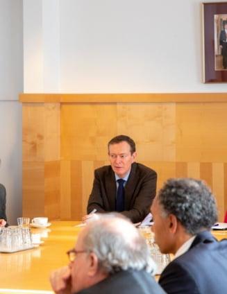 Ministrul Sanatatii din Olanda a lesinat din cauza oboselii, la o dezbatere despre coronavirus (Video)