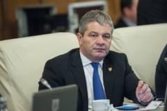 Ministrul Sanatatii trece la demiteri: In loc sa promoveze vaccinul posteaza bancuri pe Facebook. Iata cum va evalua medicii