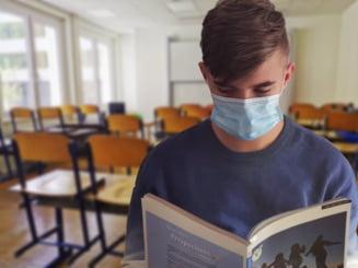 Ministrul Sorin Cimpeanu spune ca profesorii s-au descurcat mai bine cu predarea online fata de cei din alte state, insa sunt si pierderi care necesita ore remediale